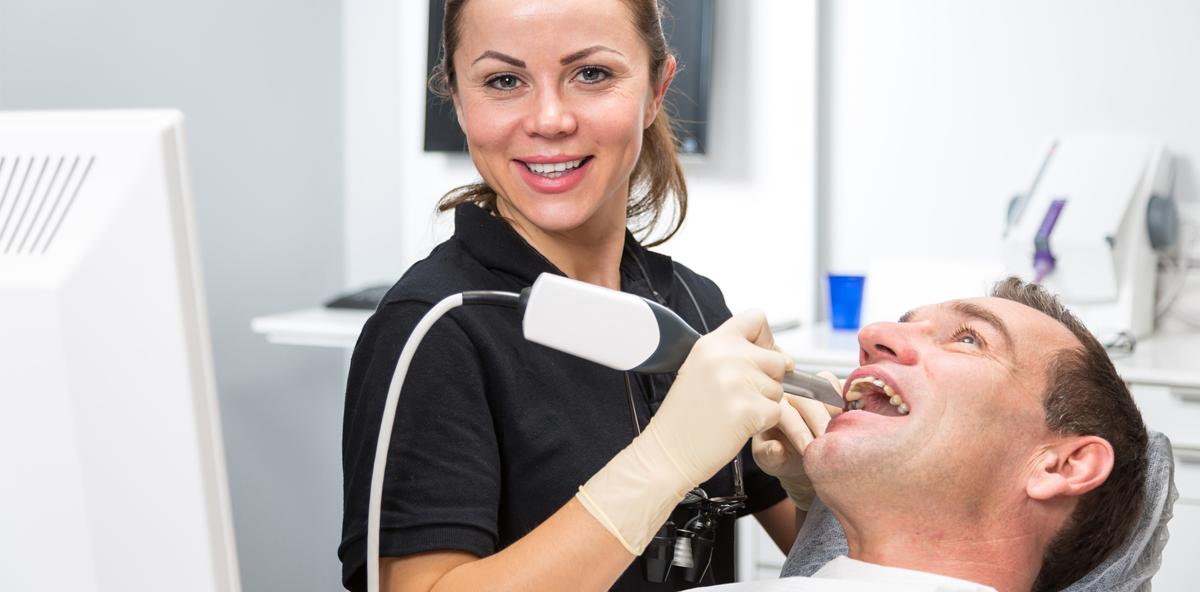 Digitale Zahntechnik – neues Weiterbildungsfeld für Zahnarzt-Assistentinnen