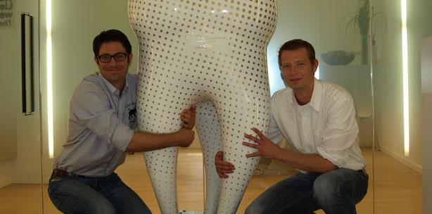 Zahnskulptur schmückt Deutschlands schönste Zahnarztpraxis