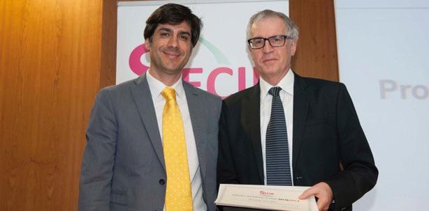 Schweizer Oralchirurg mit Premio Internacional SECIB 2014 geehrt
