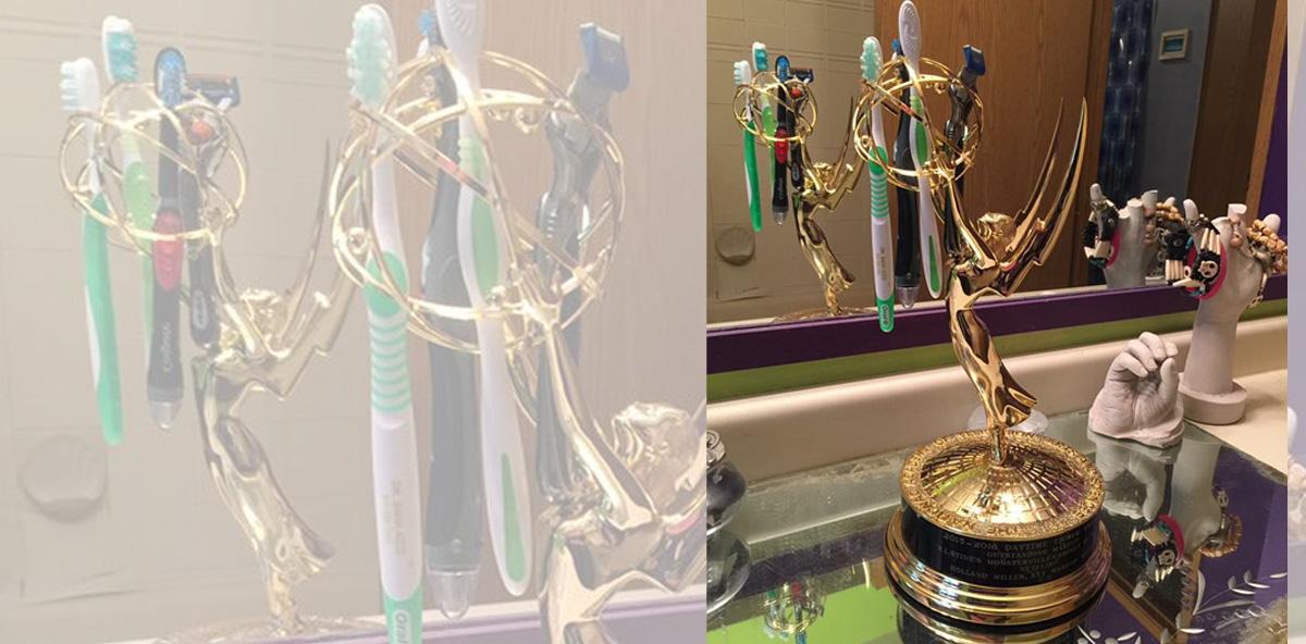 Emmy Award als Zahnbürstenhalter