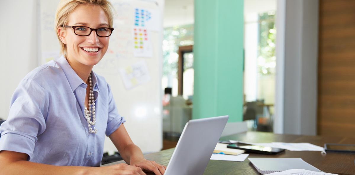 Private E-Mails im Job: Arbeitgeber darf Einhaltung von Verbot prüfen
