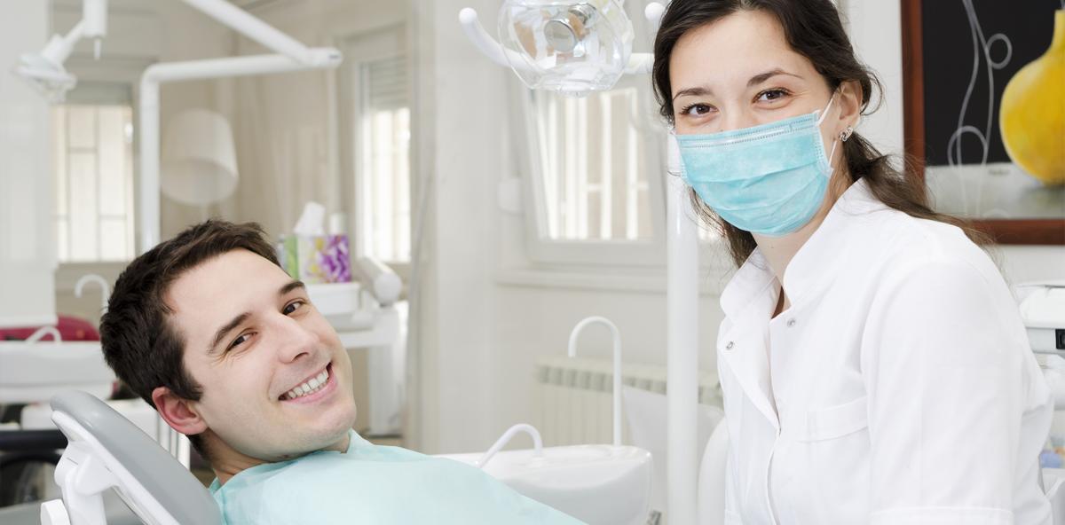 Zu wenige Dentalhygieniker: Praxen locken mit hohen Gehältern