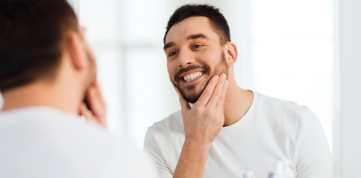 Jeder vierte Mann wünscht sich geradere Zähne