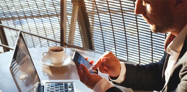 Arbeitgeber können Mobiltelefone am Arbeitsplatz verbieten