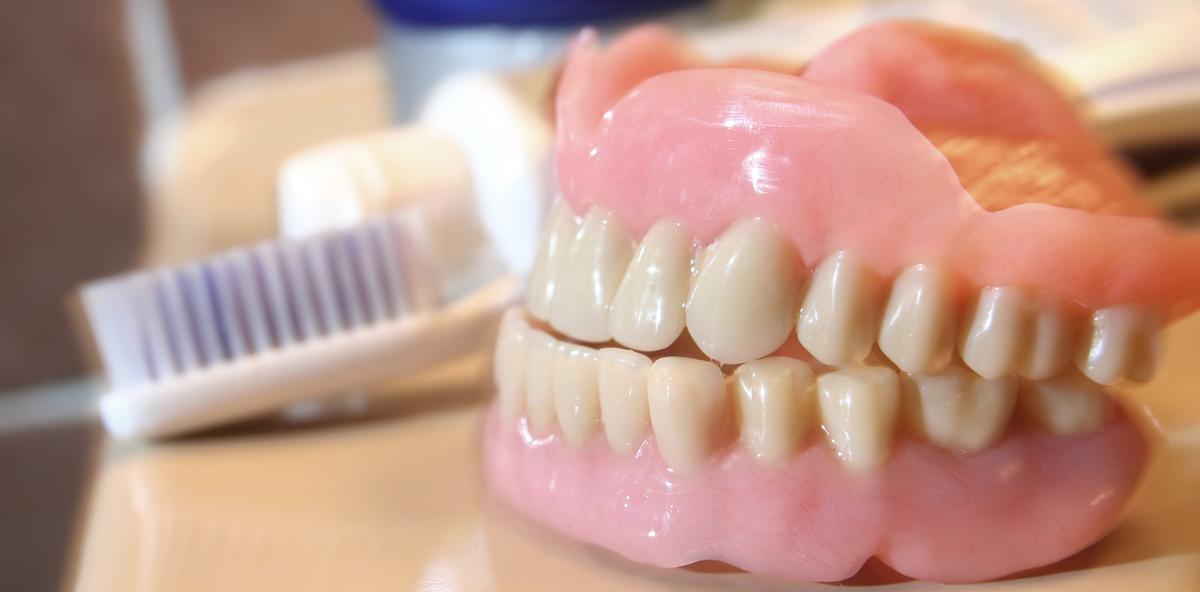 Tipps für die Zahnpflege bei Pflegebedürftigen und Menschen mit Behinderung