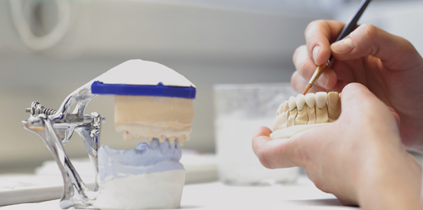 Zahnersatzpreise wie in Ungarn - Zahntechniker gewinnt vor Gericht