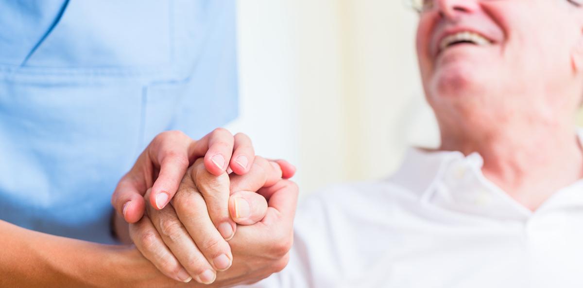 Patientenschützer: Zahnärzte müssen einmal im Jahr ins Pflegeheim