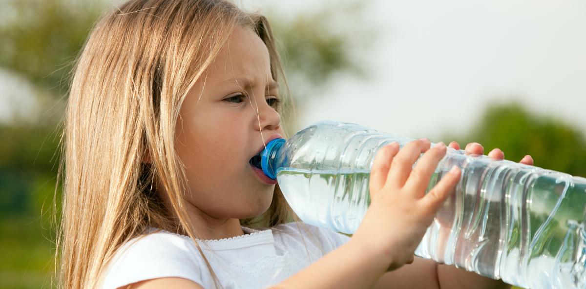 Chemikalien in Plastik greifen Kinderzähne an
