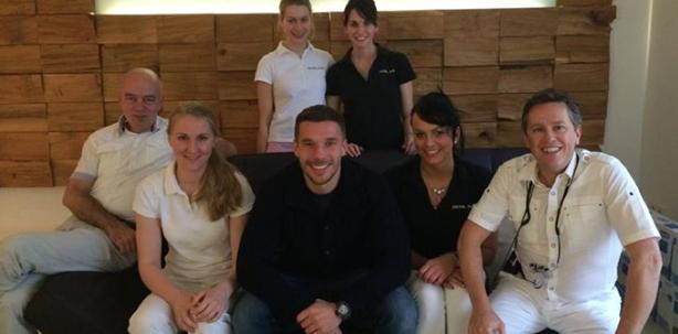 Lukas Podolski strahlt nach Zahnarztbesuch