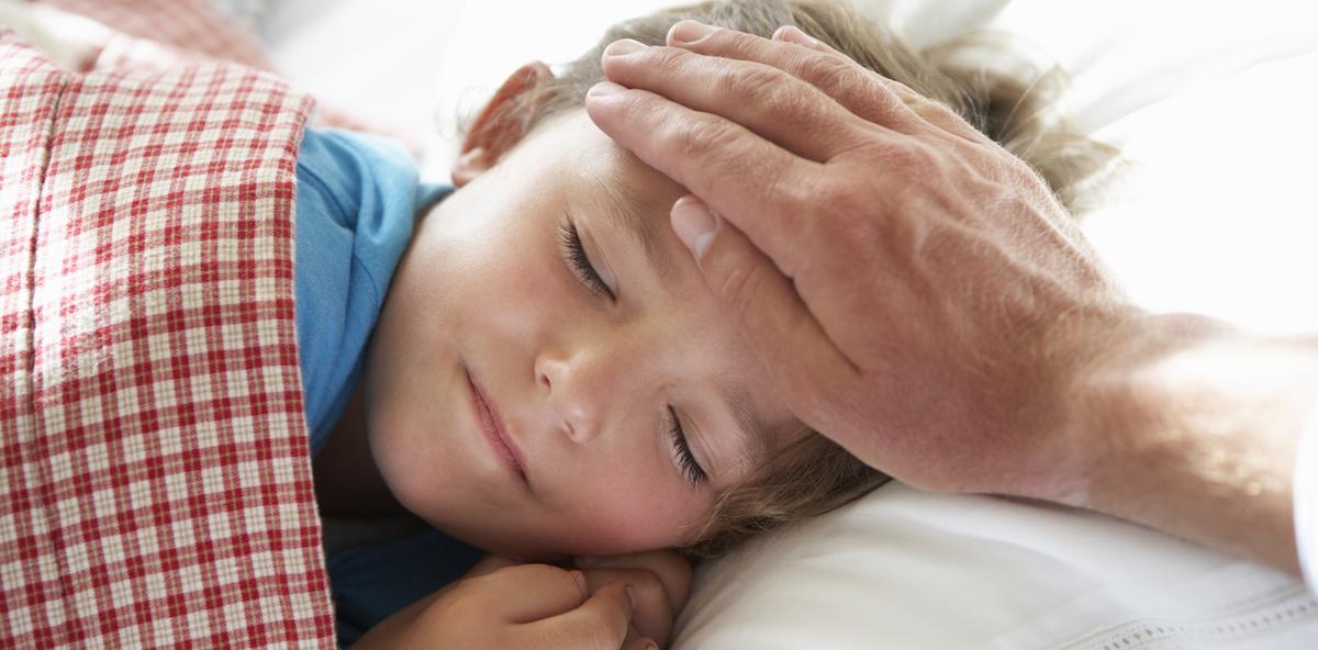 Väter kümmern sich immer häufiger um ihre kranken Kinder