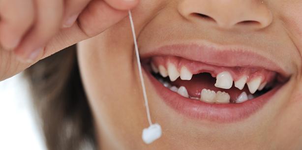 Lass das mal den Papa machen: Zahn ziehen für echte Männer