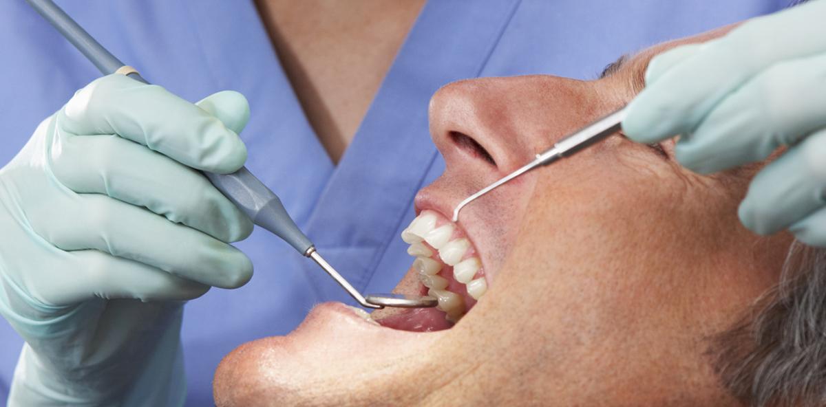 Arzt im Selbstversuch: TV-Experiment zeigt, wie schnell Zähne erkranken