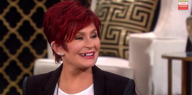 Live im TV: Sharon Osbourne verliert Zahn
