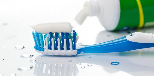 """""""test"""": Für die Kariesvorsorge braucht Zahnpasta Fluorid"""